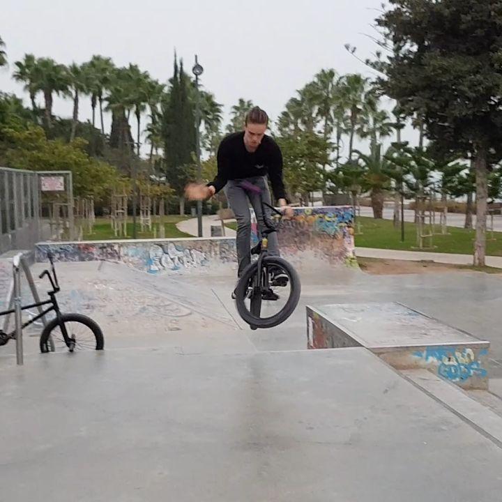 Nollie bar by @adamshaggy #bmx #cyprusbmx #nolliebar #skatepark