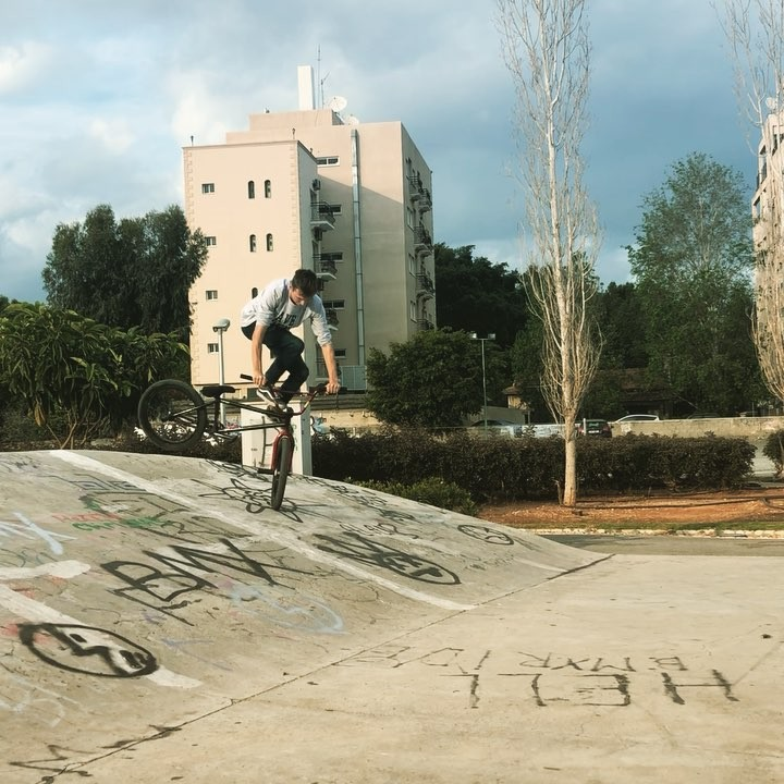 Some tech combo from @sparrow266 #bmx #cyprusbmx #limassol #cyprus #videooftheday #mood #extreme #videovibes #summer…