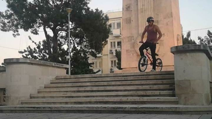 @joseph_iosifakis doing it right . #cyprusbmx #bmx #bmxstreet #dvercity #dvc #bmxlife #chillsnotskills #portugalbmx #cyprus…